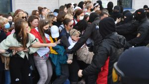 Protestele continuă la Minsk. Peste două mii de femei au ieșit din nou în stradă