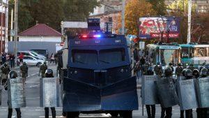 Belarus a intrat în a șaptea săptămână de proteste: tunuri de apă, bariere din sârmă ghimpată și transport blindat