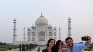 S-a redeschis Taj Mahal, una dintre cele mai frumoase și vizitate clădiri din lume, după 188 de zile de pauză