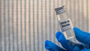 Serul anti-Covid, făcut în 2 timpi şi 3 mişcări: cât durează, de fapt, producţia unui vaccin