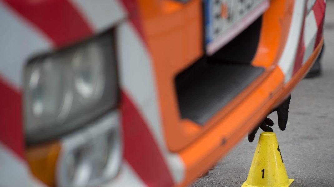O mașină a intrat într-un grup de oameni în Germania. O persoană a murit și alte două au fost rănite