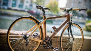 Bicicletele din lemn sunt noua modă, iar prețul e pe măsura: 3.500 de euro
