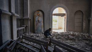 """Armenia acuză Azerbaijan de bombardarea catedralei din Shusha. Localnic: """"Cum poți ținti o catedrală? Dumnezeu va judeca"""""""