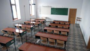 Toate școlile din Alba Iulia trec, începând de mâine, în scenariul roșu