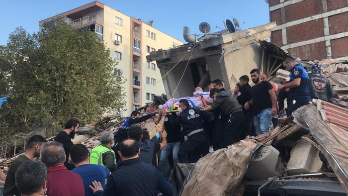 FOTO – VIDEO: Cutremur cu magnitudinea 6,7 în Turcia și Grecia. 4 oameni au murit și 120 sunt răniți. LIVE UPDATE