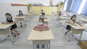 Copiii și școala, un cocktail exploziv? Un studiu arată legătură dintre revenirea la clasă a elevilor și reluarea epidemiei Covid-19 în țară