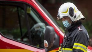 Un copil de 6 ani a căzut de la etajul patru în timpul orelor online