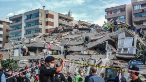 FOTO - VIDEO: Cutremur cu magnitudinea 6,7 în Turcia și Grecia. 16 oameni, între care doi copii, au murit și 419 sunt răniți. LIVE UPDATE