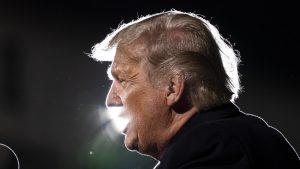 Donald Trump, puternic asociat cu fakenews-urile de pandemie, spun cercetătorii