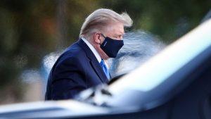 Donald Trump cu mascp