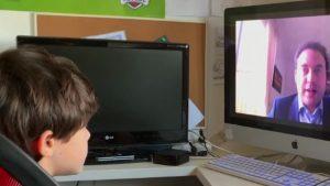 De azi, copilul tău învață de acasă. Cum stă situația în Europa: modelul de succes din școlile din Spania