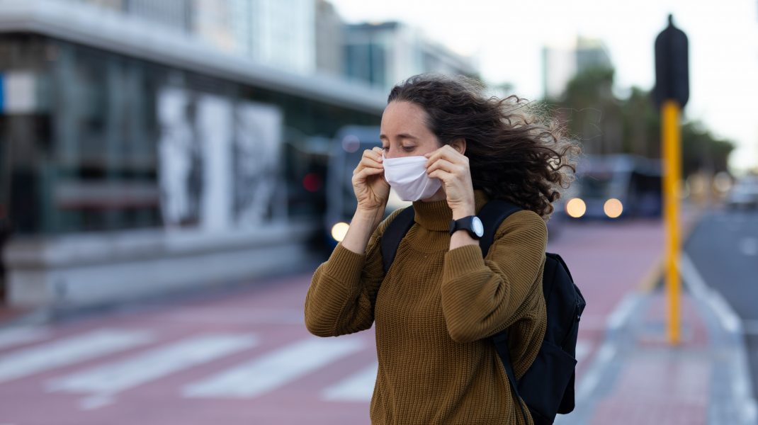 Țara care te bagă la închisoare dacă nu porți mască în spațiile publice