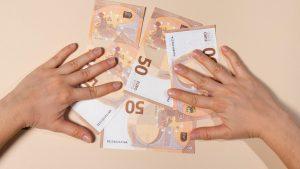 România merge pe datorie Este primul an în care împrumuturile statului depăşesc 100 de miliarde de lei