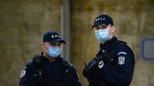 Suporterii de la metrou erau înarmați și programaseră să se bată. Doi jandarmi au fost răniți