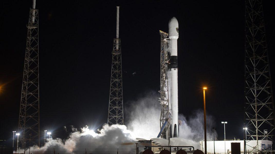 SpaceX a oprit lansarea unui satelit către Spațiu cu 2 secunde înainte să aibă loc