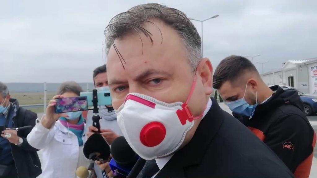 Nelu Tătaru poartă mască de 83 de lei.