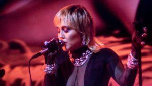 Miley Cyrus anunță un concert live pe pagina sa de Instagram. Va cânta din curtea locuinței sale