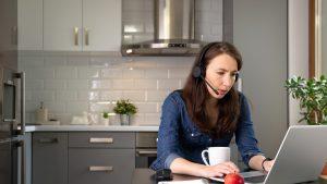 Munca de acasă, efecte negative asupra mediului. Centralele pe gaz poluează mai mult decât încălzirea birourilor