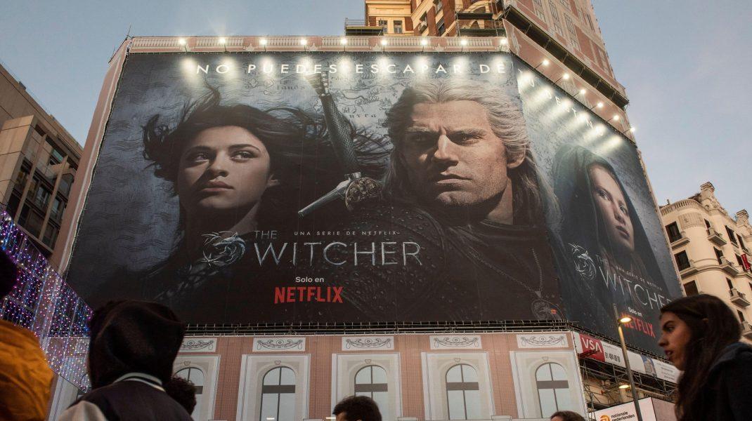 """Sezonul 3 al serialului """"The Witcher"""", confirmat de Netflix. Ryan Reynolds poate juca într-un alt serial bazat pe un joc video"""