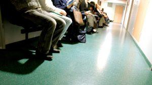 Mii de pacienți, panicați că Spitalul Colentina se transformă iar în spital Covid. S-au înghesuit la tratamente