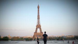 Paris va intra în stare de alertă maximă și va închide barurile. De când vor fi aplicate noi măsuri