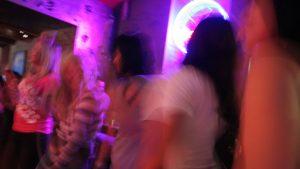 170 de persoane au petrecut într-un club din Olt, încălcând măsurile de siguranță COVID-19