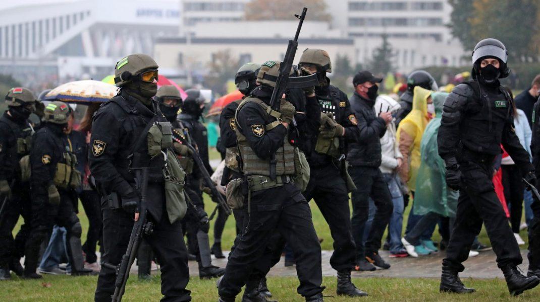 Poliţia din Belarus are voie să folosească, de acum, arme letale, pe străzi