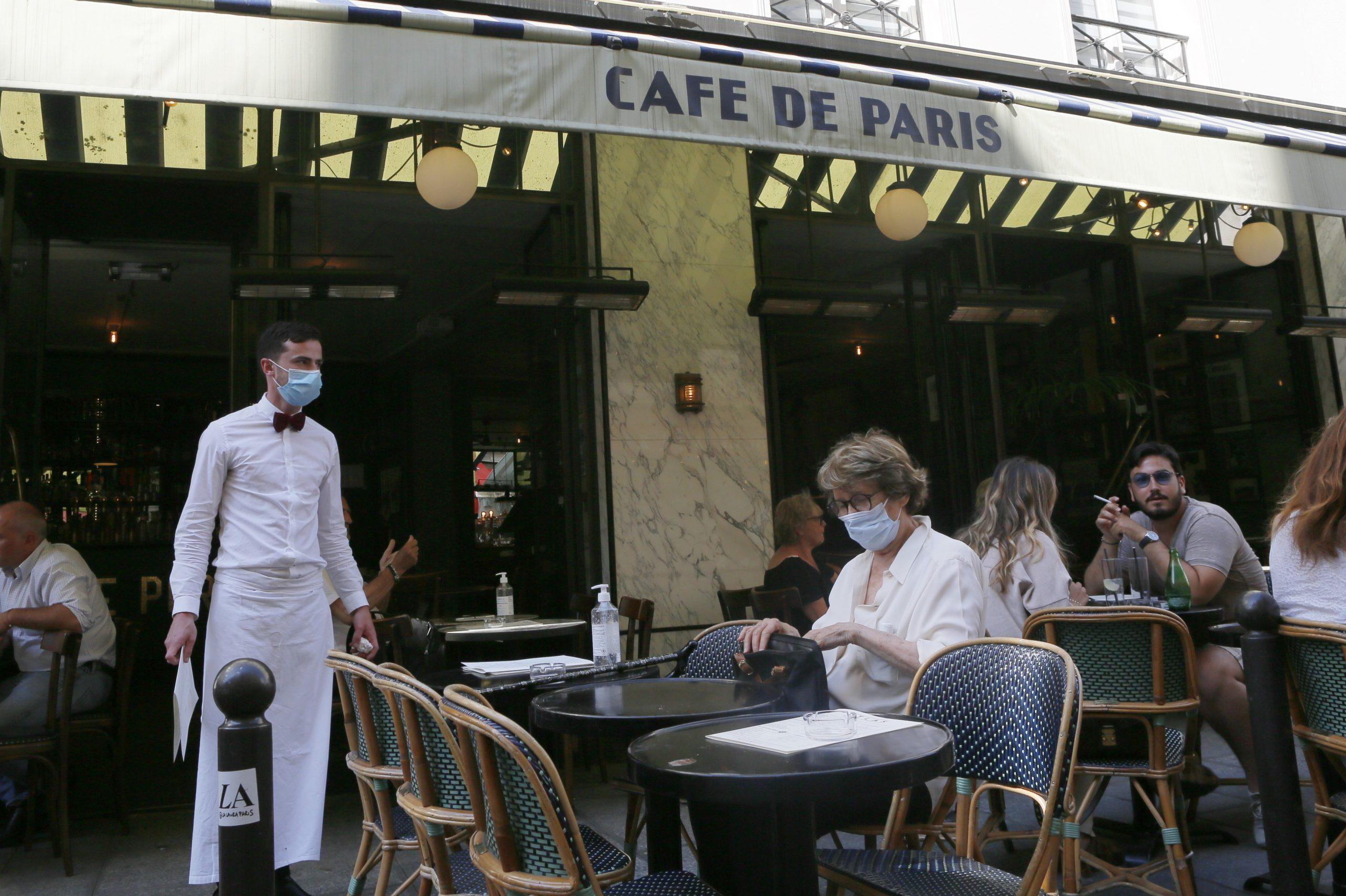 Femeia care cauta omul Paris