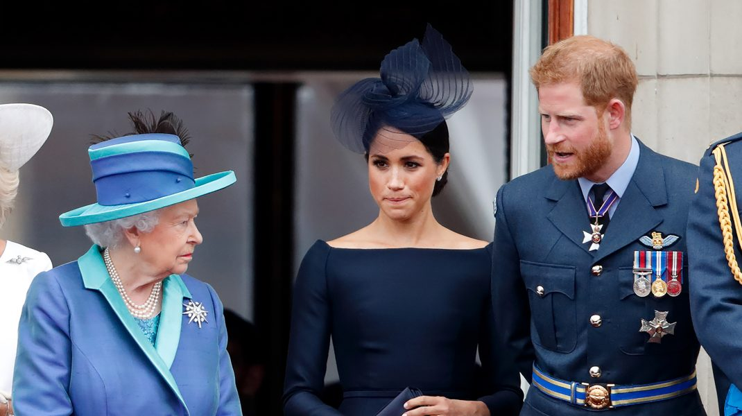 Regina Angliei s-a simțit trădată la plecarea lui Harry