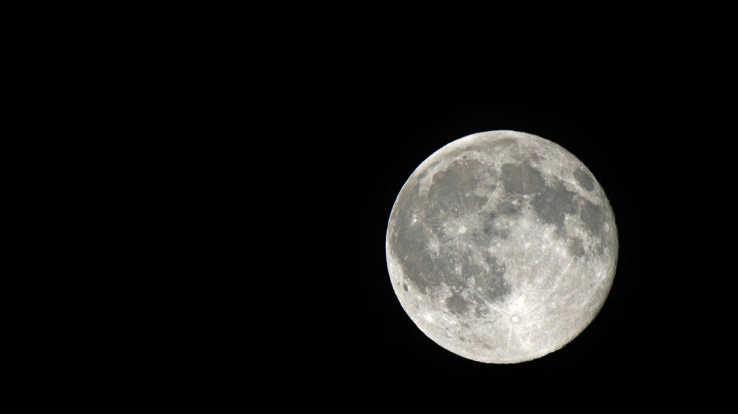 """Luna e frumoasă, dar periculoasă. Cercetătorii i-au măsurat radiațiile: """"Îți afectează ADN-ul"""""""