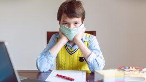 Școlile din Europa, afectate de COVID-19. Ce fac directorii unor școli din România situate în scenariul roșu