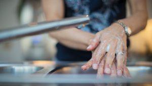 Ce se întâmplă când nu te speli pe mâini: animație explicativă