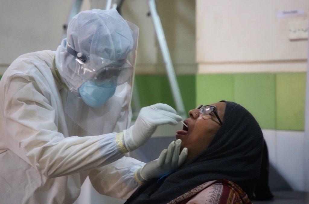 FT: De ce mor mai puțin oameni în al doilea val al pandemiei, deși numărul de îmbolnăviri crește