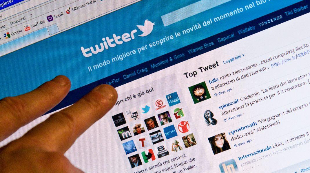 Twitter urmează Facebook și va șterge postările care neagă Holocaustul