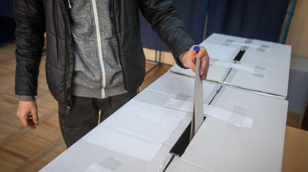 Doar 40.000 din cele șase milioane români din Diaspora s-au înscris pentru a vota prin corespondeţă