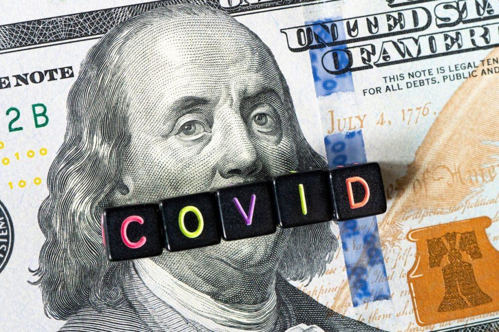Simbolizarea-crizei-financiare-generate-de-Covid-pe-o-bancnotă-de-o-sută-de-dolari