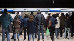 VIDEO. Aglomerație la metrou, după ce o șină s-a defectat între stațiile Mihai Bravu si Dristor 1