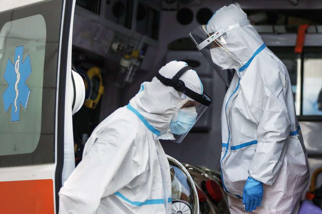 O persoană care a murit din cauza COVID-19 a fost ținută într-un tir în spatele Spitalului din Lugoj