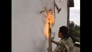 Pictează cu foc. Un artist chinez folosește cărbunele încins pentru a crea adevărate opere de artă. VIDEO