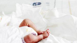 Un bebeluș de o lună a decedat în județul Iași. Medicii nu exclud sindromul morții subite a sugarului