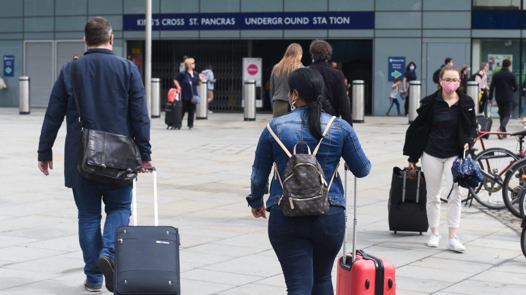 Voucherele de vacanță din 2019 și 2020 vor putea fi folosite până în decembrie 2021