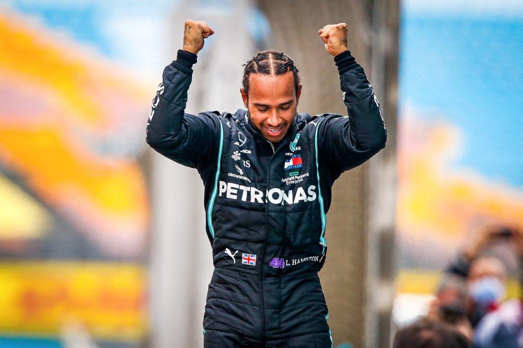 """Hamilton l-a egalat pe Shumacher la numărul de titluri în F1: """"Asta e pentru toți copiii care visează imposibilul. Puteți s-o faceți și voi"""""""