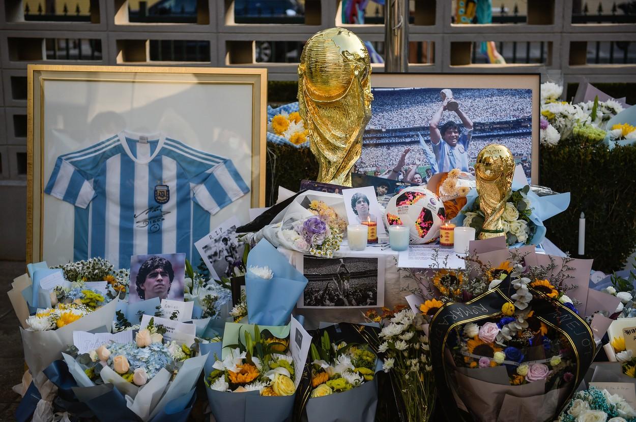 Imagini cu sicriul deschis al lui Maradona stârnesc revoltă. Angajații de la pompe funebre s-au pozat cu trupul neînsuflețit