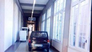 Un bărbat a intrat cu mașina în spital și a parcat pe hol. Unde a avut loc întâmplarea spectaculoasă