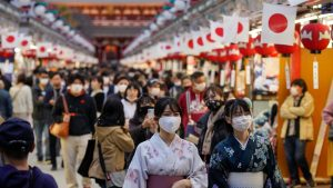 Metoda japonezilor de a reduce răspândirea coronavirusului. Strategia unică este opusul celei din Europa