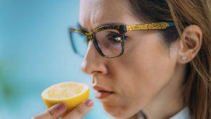 Lipsa mirosului, cauzată de COVID, poate avea efecte și asupra psihicului. Explicația specialiștilor