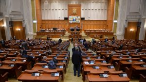 Telenovelă și film de comedie în Parlament. PSD și USR s-au bătut să anunțe primii demisiile, PNL îi acuză de gesturi teatrale