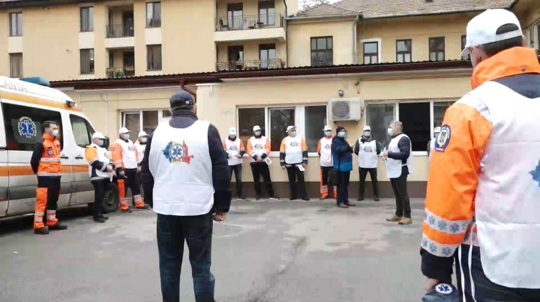 """Ambulanţierii din Cluj protestează: """"Am primit sporuri de recunoştinţă în valoare de trei lei"""""""
