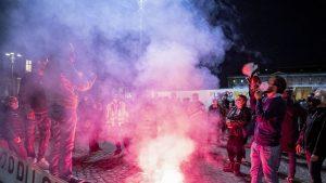 Noile restricții i-au scos în stradă. Mii de oameni au protestat aseară pe străzile din Napoli