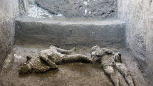 Rămășițele a doi bărbați uciși de erupția Vezuviului, descoperite de arheologi. FOTO